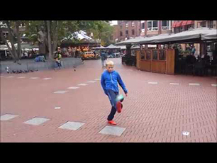 KK9 - Freestyle in Eindhoven Markt with mini ball size 1
